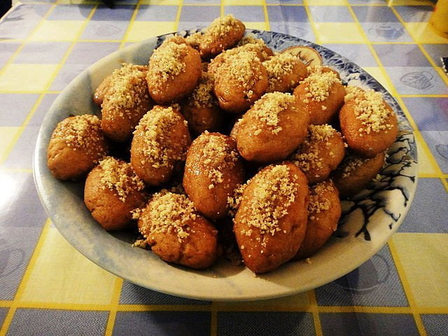 FDN LIFE MAGAZINE - ISSUE 4 > Nathalia da Silva writers on FESTIVE SEASON FOOD FROM AROUND THE WORLD - Melomakarona in Greece
