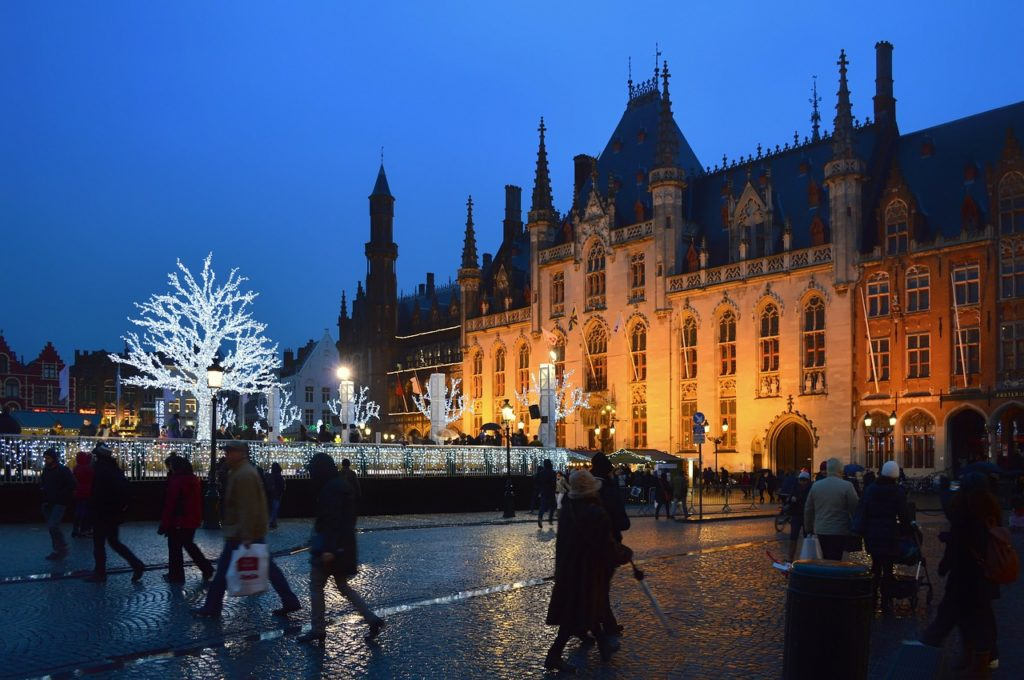 FDN LIFE MAGAZINE - Issue 4 - THE TOP 9 FUNKIEST, WEIRDEST & MOST WONDERFUL PLACES TO SPEND CHRISTMAS THIS YEAR! - CHRISTMAS IN THE MEDIEVAL CITY OF BRUGES (BELGIUM)
