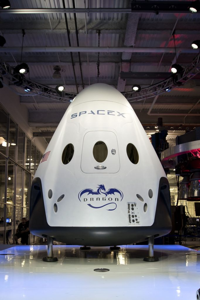FDN LIFE MAGAZINE - ISSUE 4 - SPACE - TRIP TO THE MOON AND MARS ANYONE? SPACEX INTRODUCES HUMAN-CARRYING SPACECRAFT STARSHIP – MARK 1
