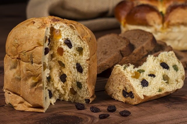 FDN LIFE MAGAZINE - ISSUE 4 > Nathalia da Silva writers on FESTIVE SEASON FOOD FROM AROUND THE WORLD - Panettone in Italy