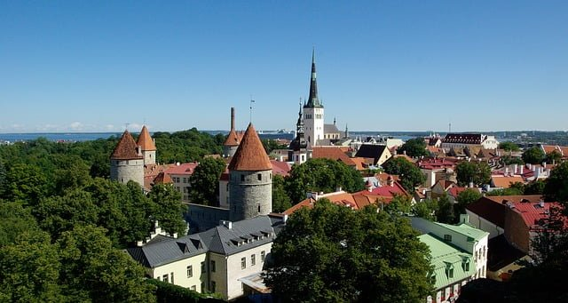 Issue 5 - FDN Life Magazine - THE TOP 3 COUNTRIES THAT OFFER E-RESIDENCY - Tallinn Estonia